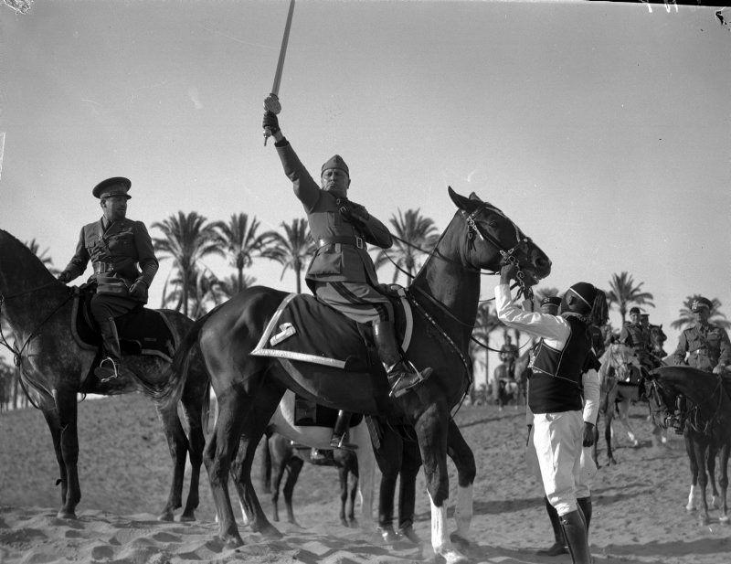 Benito MussoliniAnton ČechovVirginia WoolfPaul Cézanne